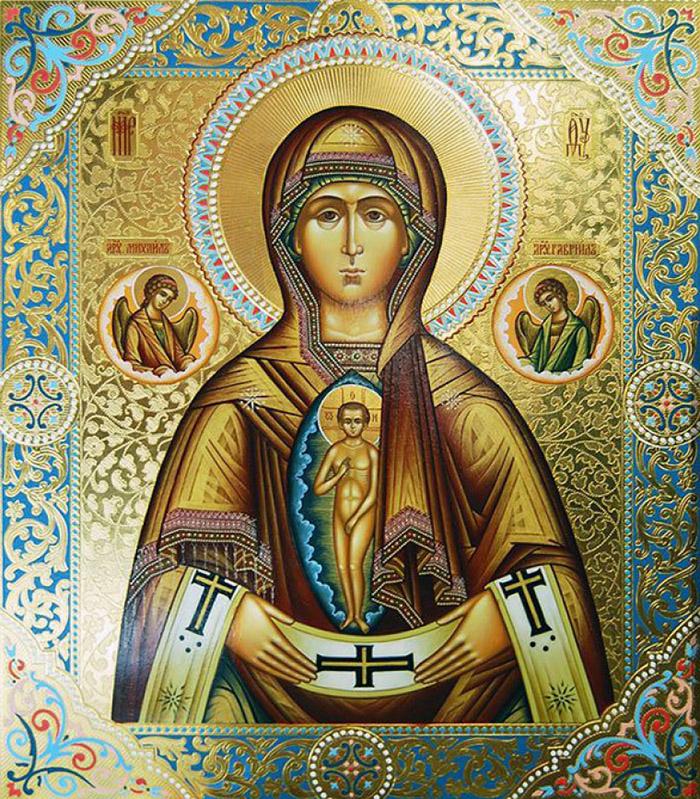 Пред иконой Пресвятой Богородицы Албазинская