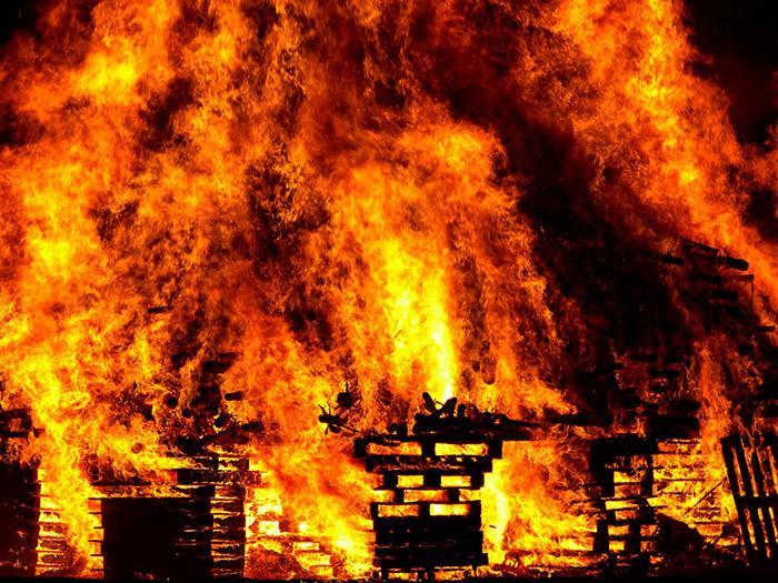 Молитвы о сохранении дома от пожара