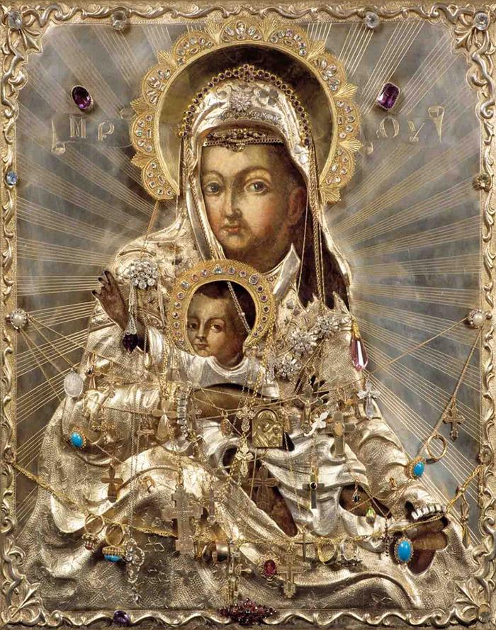 Пред иконой Пресвятой Богородицы Милостивая